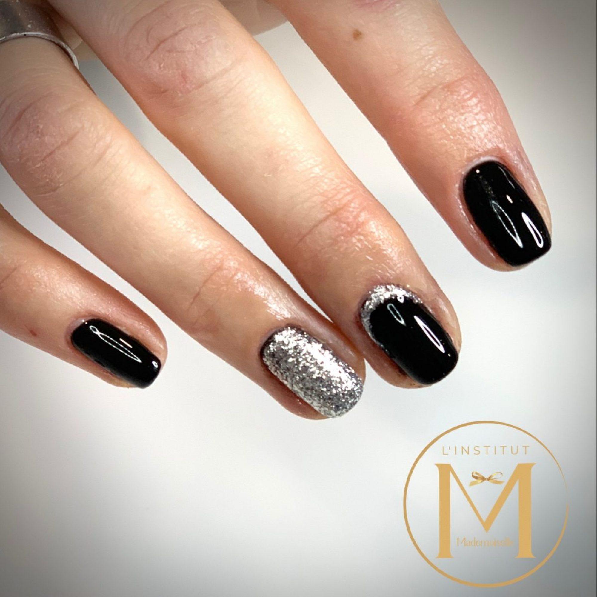 ongles-semi-permanent-noir-et-argent-1200x1205