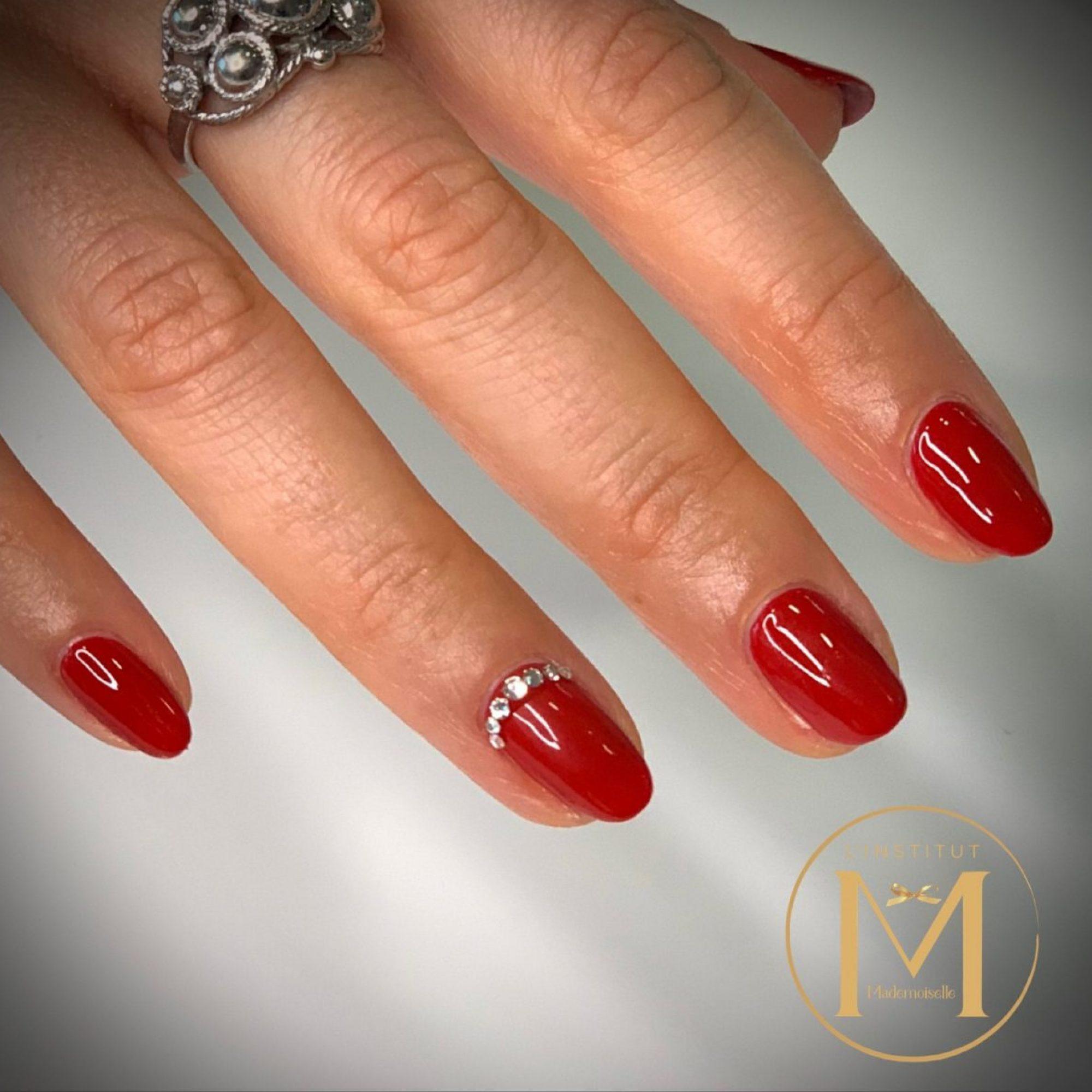 semi-permanent-rouge-et-strass-1200x1179